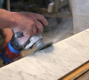 Полировка поверхностей из искусственного камня.